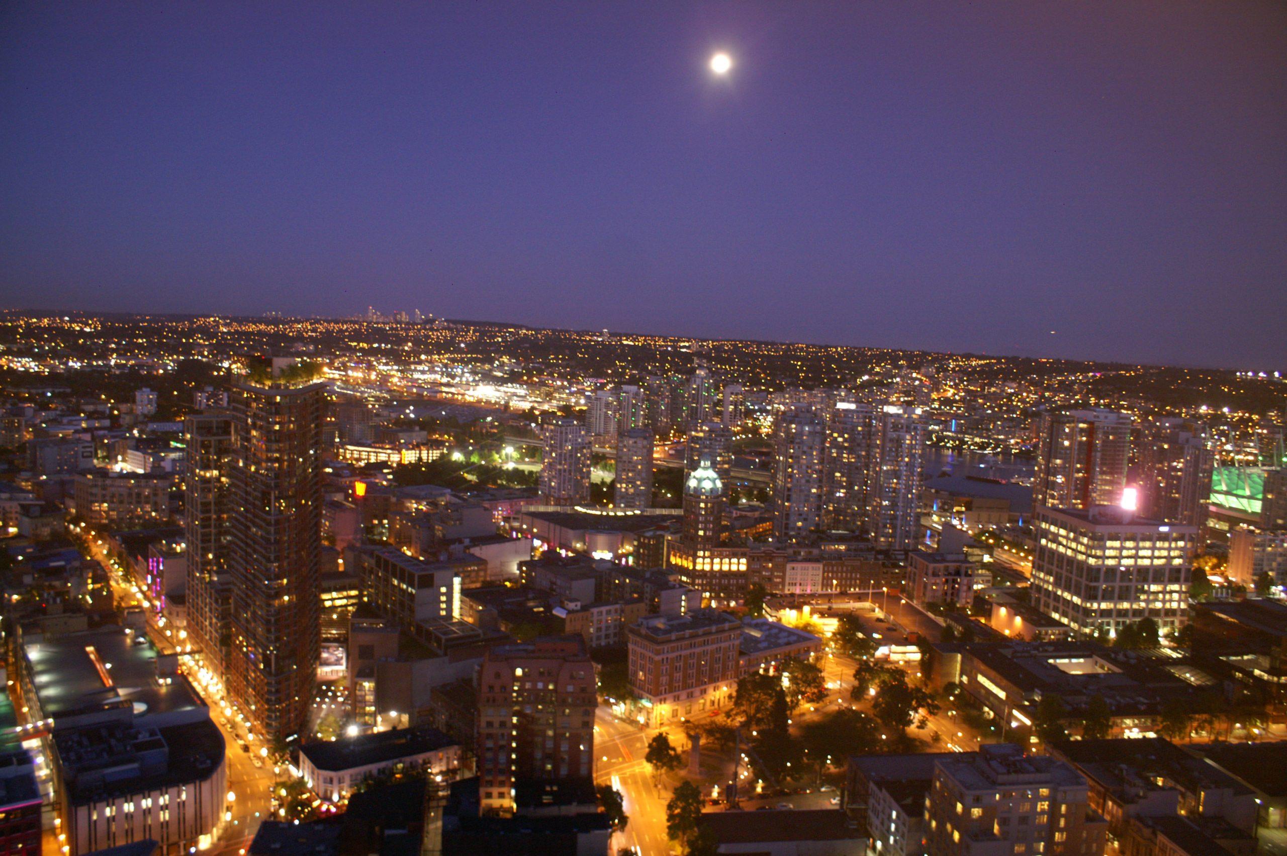 Naechtlicher Ausblick vom Vancouver Lookout